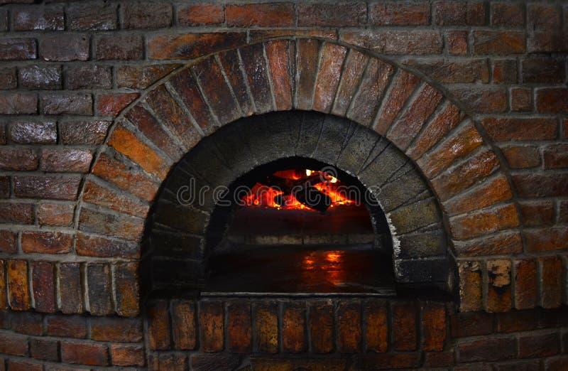 老火石头火炉背景 免版税库存照片