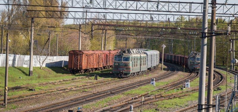 老火车在捷尔诺波尔州和Kyev之间的乌克兰 图库摄影