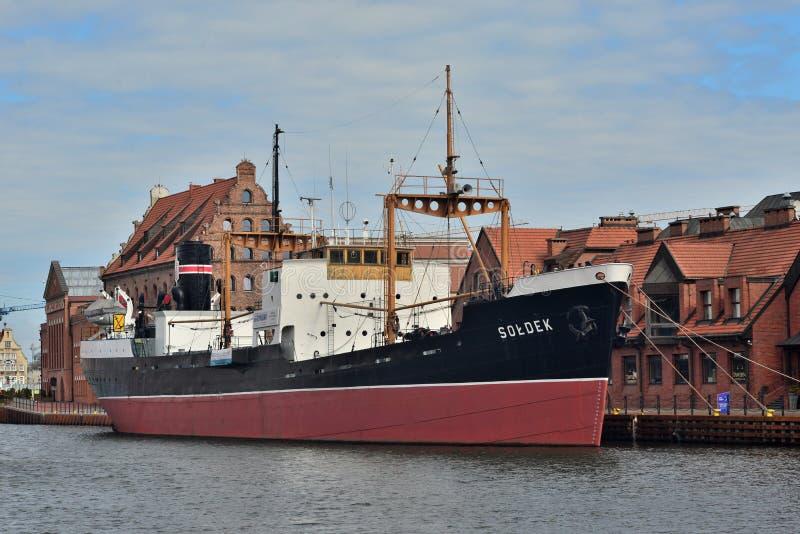 老火轮在港口 图库摄影