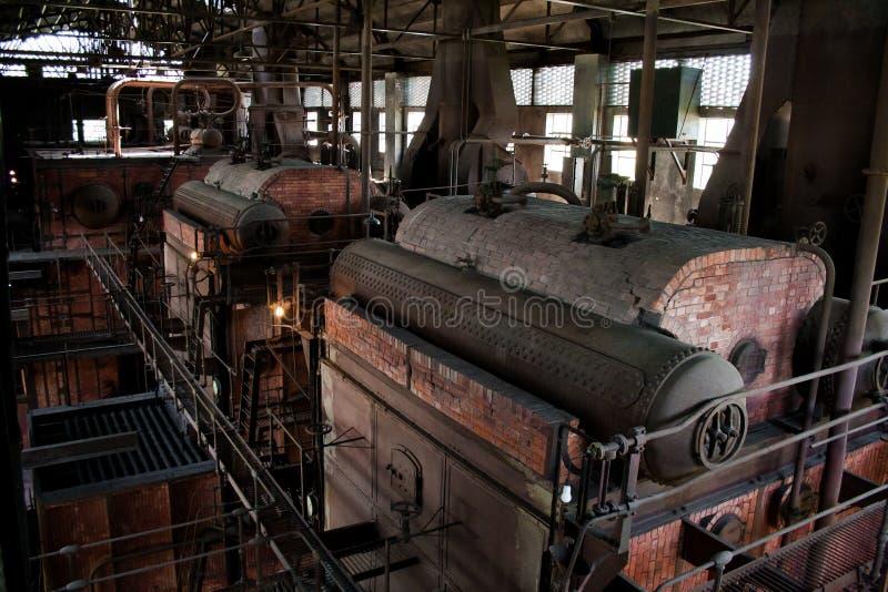 老热电厂,生锈和减速火箭的神色 图库摄影