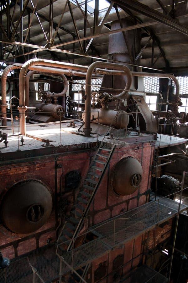 老热电厂,生锈和减速火箭的神色 库存照片