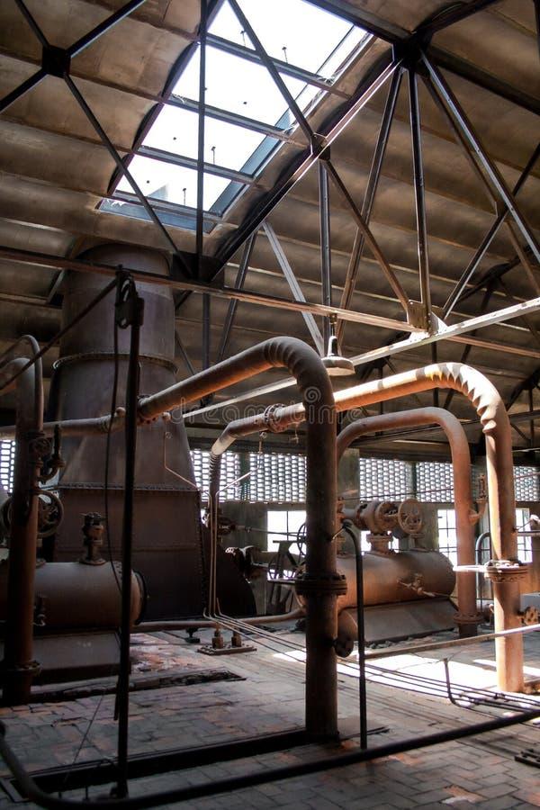 老热电厂,生锈和减速火箭的神色 免版税库存照片
