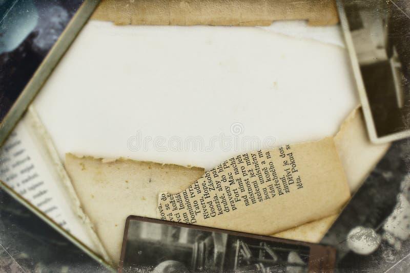 老照片和纸框架背景 免版税库存照片