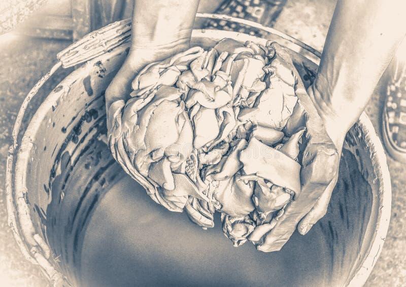 老照片葡萄酒 白色黏土在水中浸泡 免版税库存图片