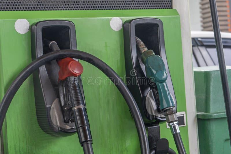 老燃料分配器气泵加油站 库存图片