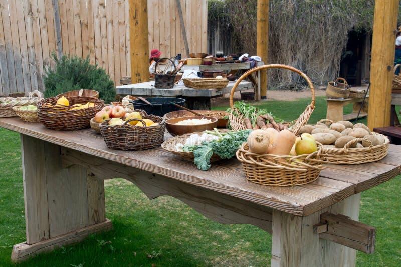 老狂放的西部先驱室外厨房用桌 免版税库存图片