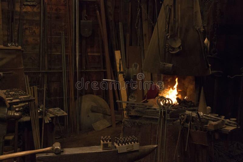 老狂放的西部铁匠商店 免版税库存图片