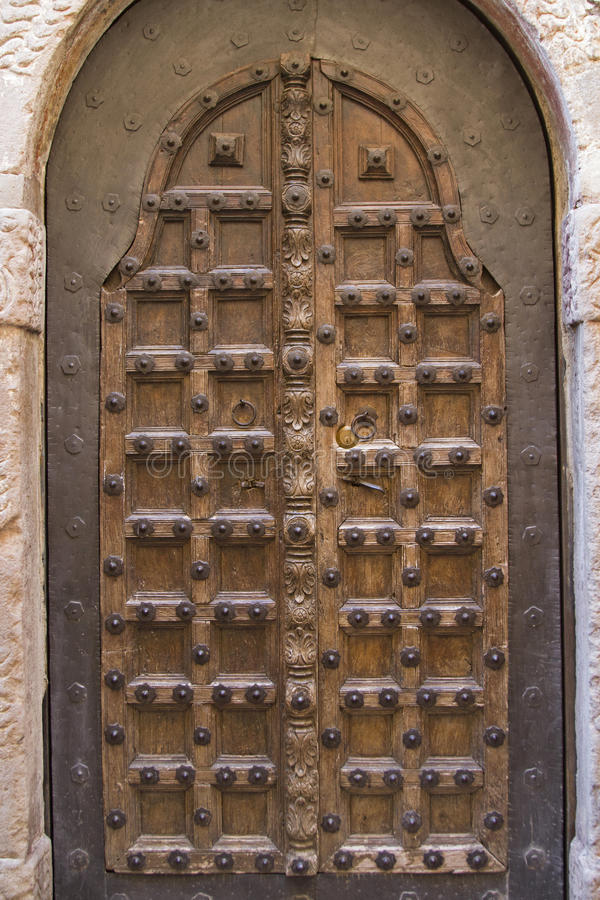 Download 老狡猾地被制作的门阶 库存照片. 图片 包括有 意大利, 镇痛药, 颜色, 木头, 入口, 卡式磁带, 房子 - 62528004