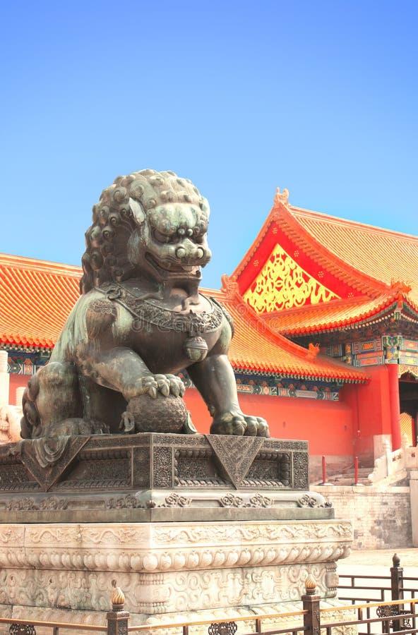 老狮子雕象在故宫,北京,中国 免版税库存照片