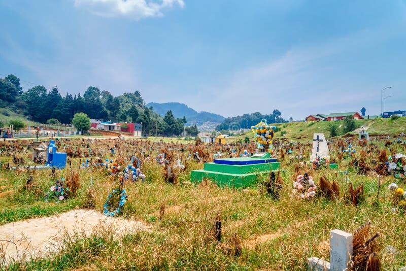 老玛雅人公墓在Chamula圣克里斯托瓦尔de Las卡萨什在墨西哥 免版税库存照片