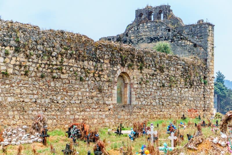 老玛雅人公墓在Chamula圣克里斯托瓦尔de Las卡萨什在墨西哥 库存图片