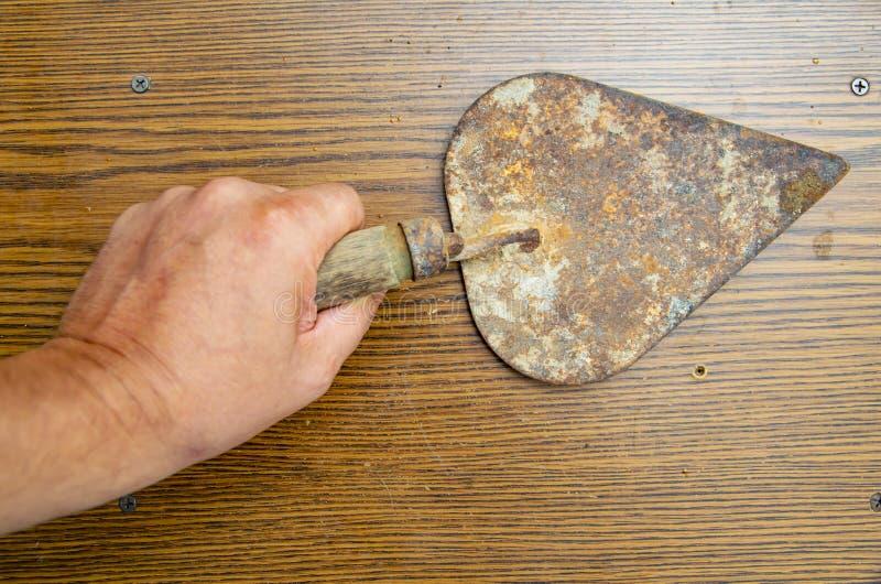 老生锈的修平刀-建造者的工具 免版税库存图片