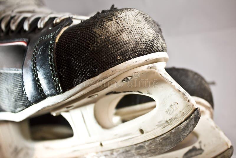 老生锈的冰鞋 免版税库存照片