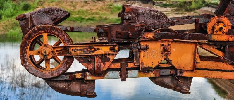 老生锈的多斗式挖土机,巨型堆货机,在事业的absetzer 免版税图库摄影