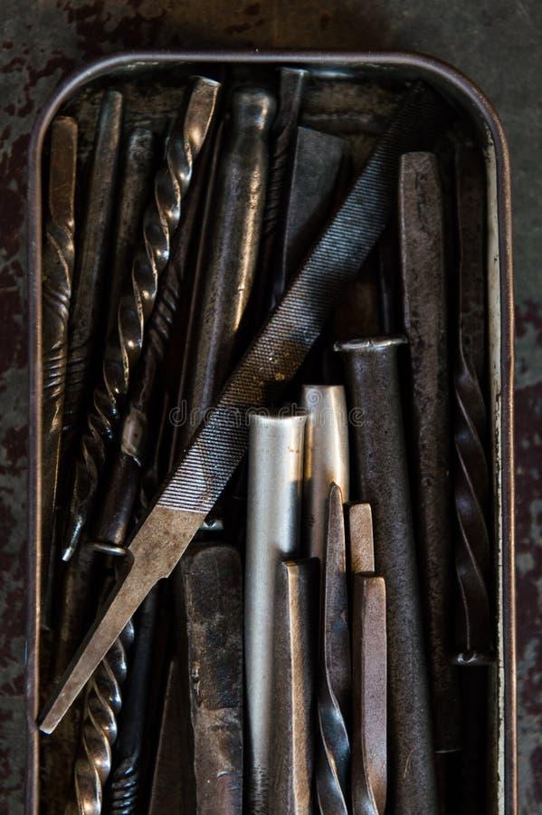 Download 老生锈的箱子 库存图片. 图片 包括有 工作, 设备, 棚车, 金属, 对象, 行业, 灰色, 过时, 工具 - 30338095
