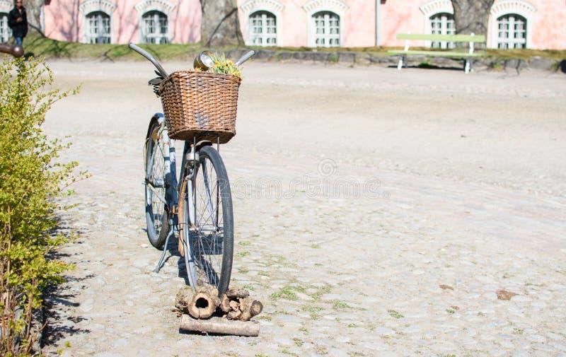 老生锈的自行车 库存图片