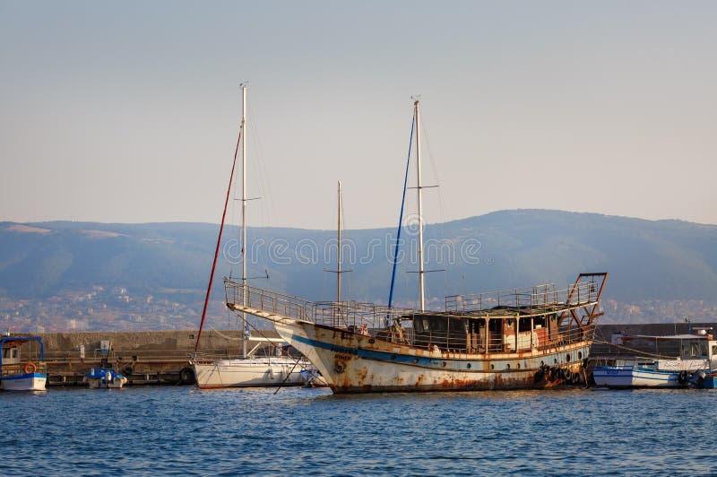 老生锈的船 免版税库存照片