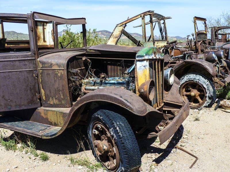 老生锈的葡萄酒汽车在Goldfield 免版税库存照片