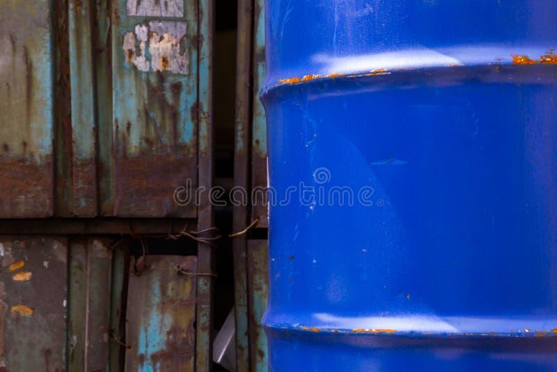 老生锈的蓝色鼓 库存照片