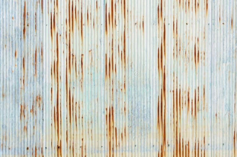 老生锈的被镀锌的板料被仿造的背景 库存照片