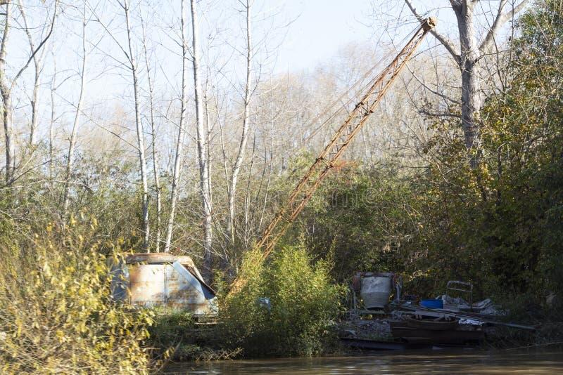 老生锈的起重机在巴拉那三角洲密林在蒂格雷布宜诺斯艾利斯阿根廷 库存图片