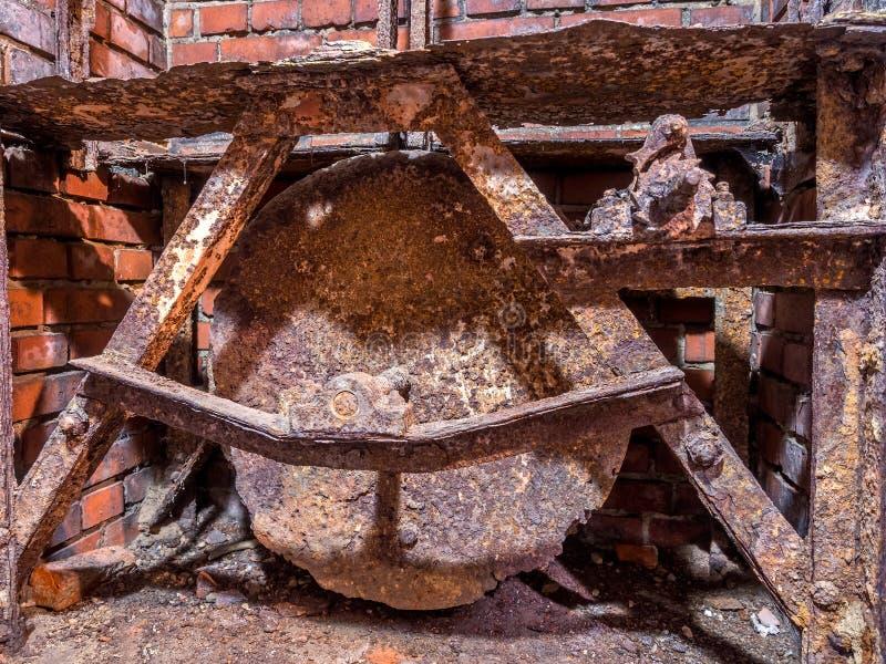 老生锈的金属机制 免版税图库摄影
