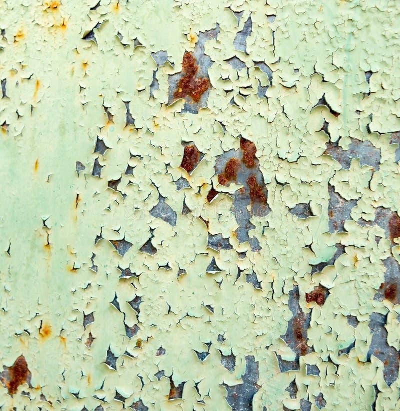 老生锈的金属绘与绿色油漆作为背景 库存图片