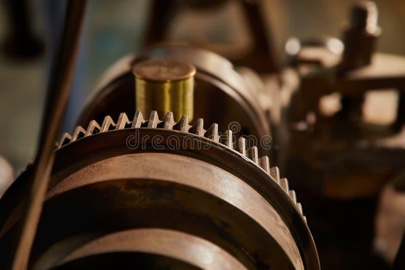 老生锈的钝齿轮 库存图片