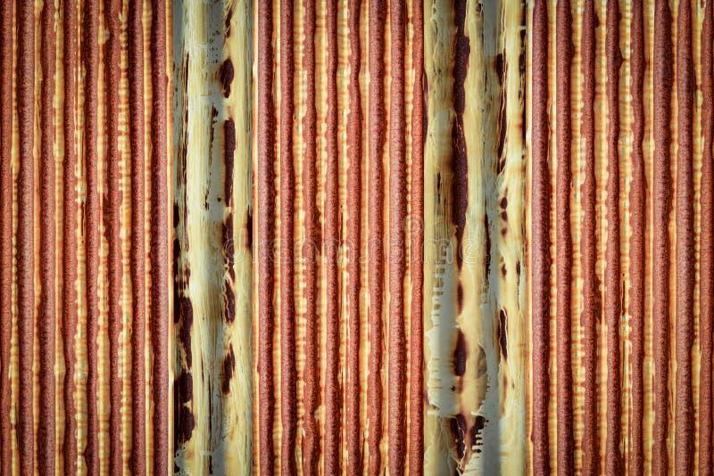 老生锈的锌被镀锌的垂直的堆 免版税图库摄影