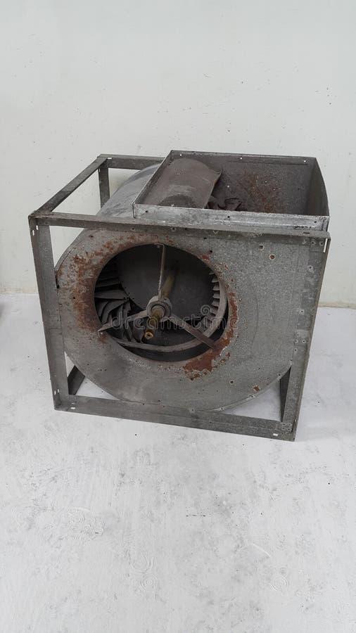 老电子吹风机损伤和框腐朽,因为腐蚀 免版税库存图片