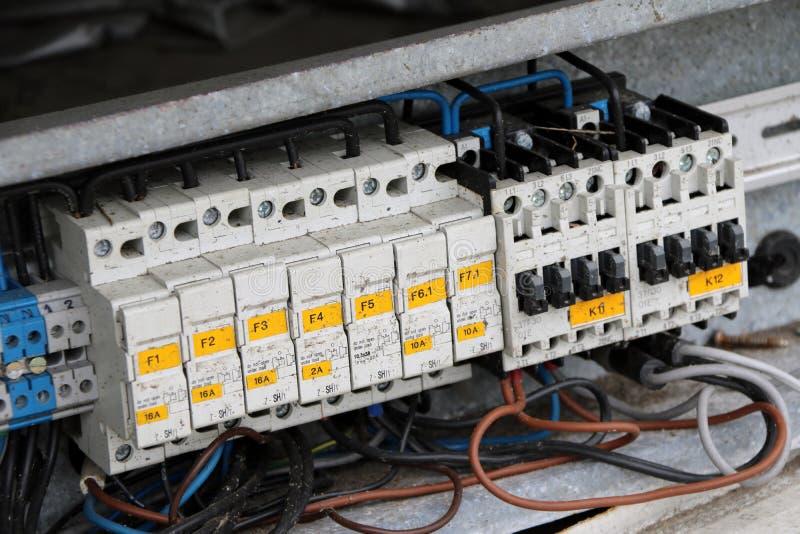 老电开关删去了,自动地打破一个电路的设备 免版税库存图片