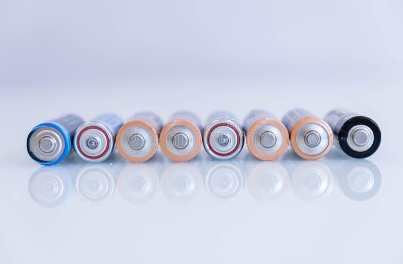 老电池漏,有害废料 五颜六色的电池抽象背景  碱性电池aa大小 组 免版税库存图片