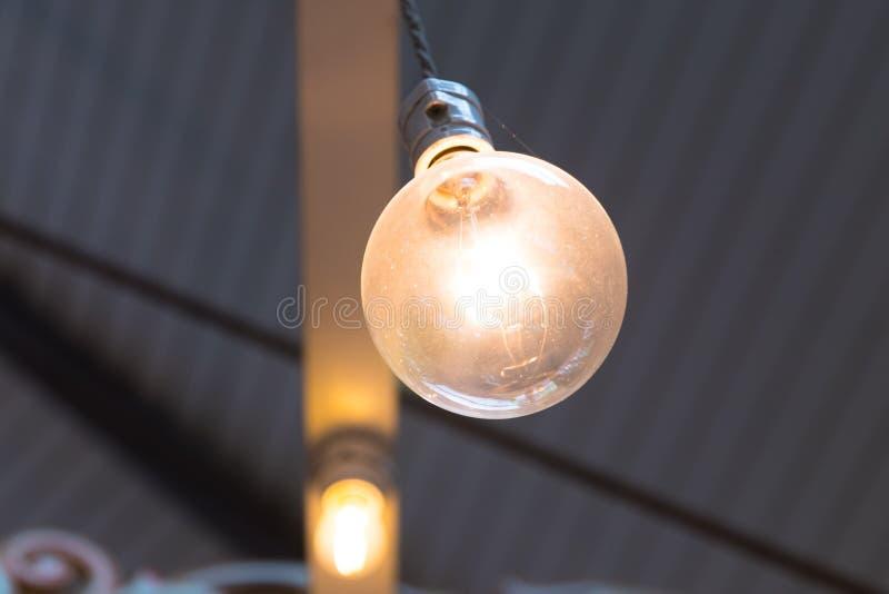 老电灯泡关闭 免版税库存图片