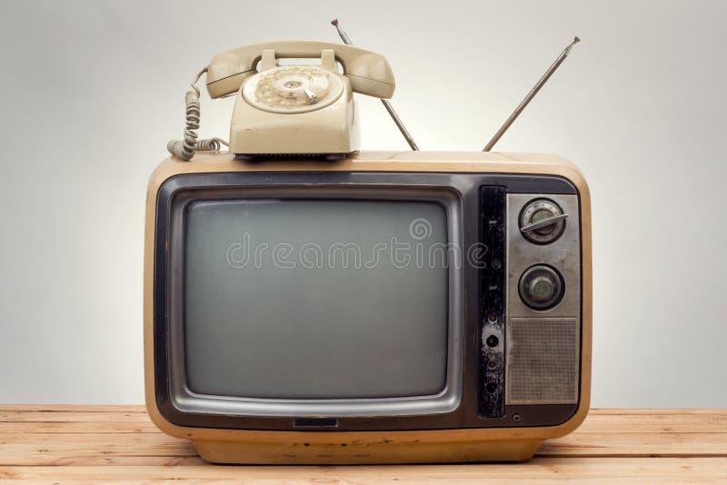 老电话和老电视葡萄酒样式 库存照片