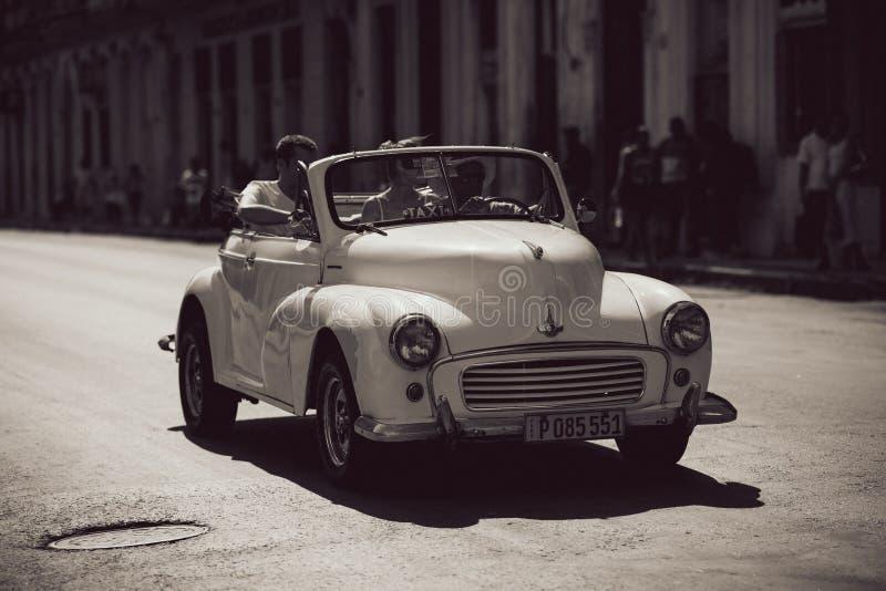 老白色葡萄酒汽车 免版税库存图片