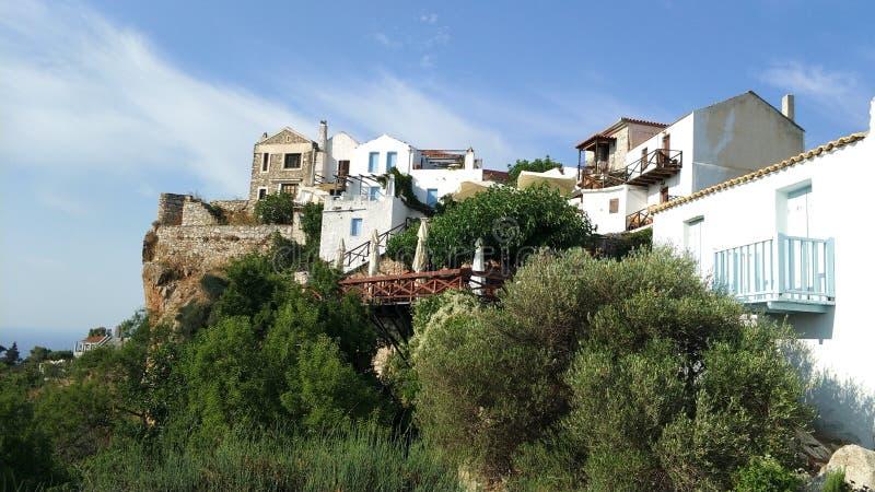老石房子在小山顶村庄,希腊海岛 图库摄影