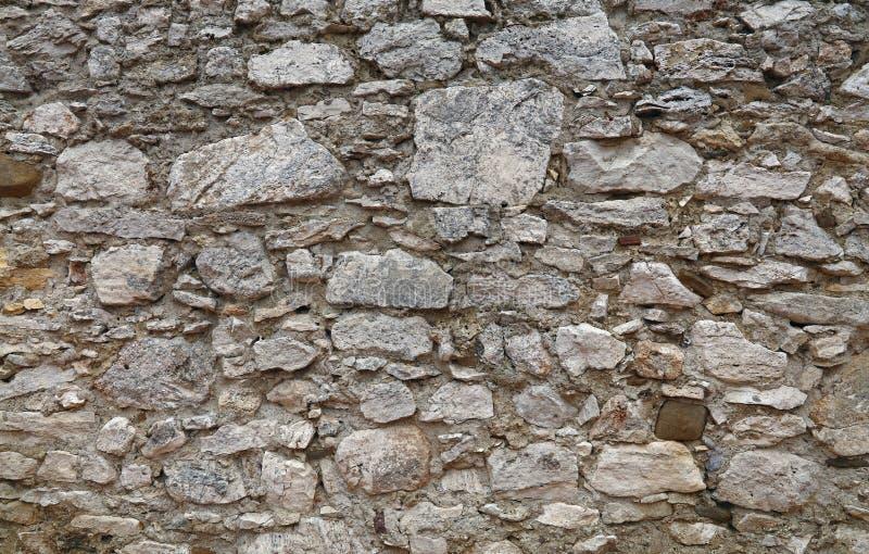 老石头分层了堆积堡垒或城堡墙壁  免版税图库摄影