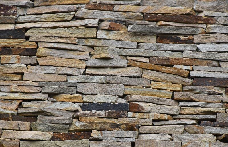 老石头层状墙壁 图库摄影