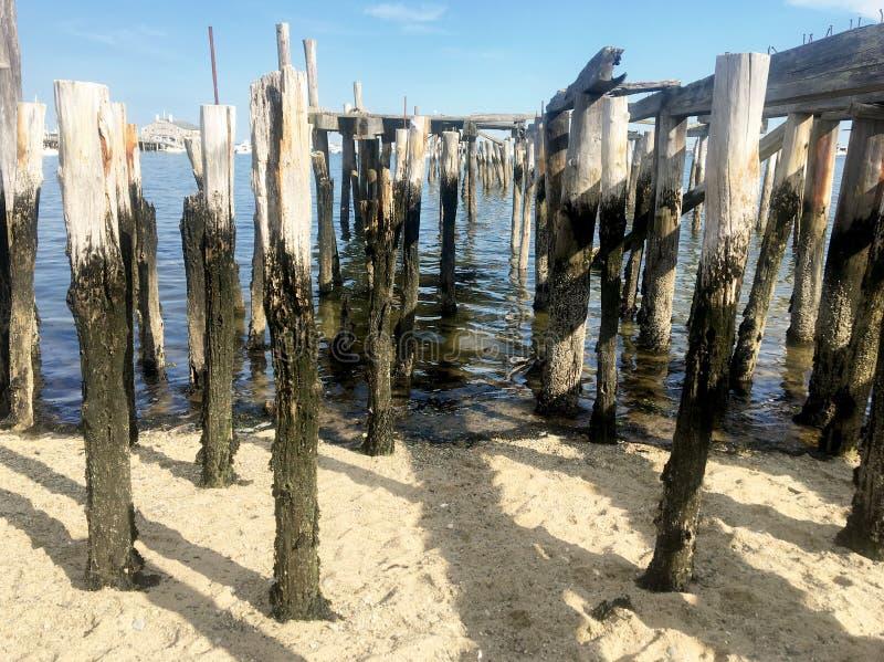 老码头、海景、海滩和海 库存照片