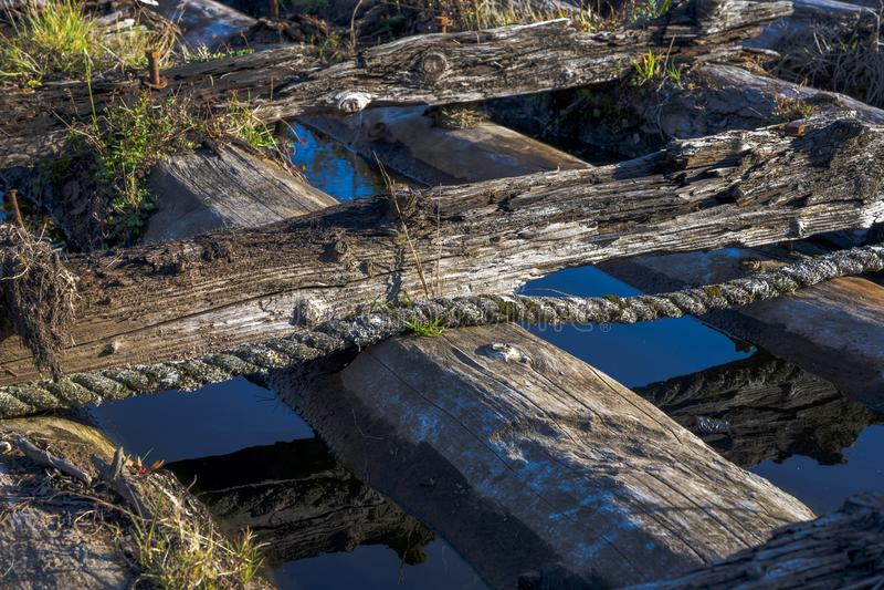 老码头的腐烂的木制框架在Columb的海湾的 免版税图库摄影