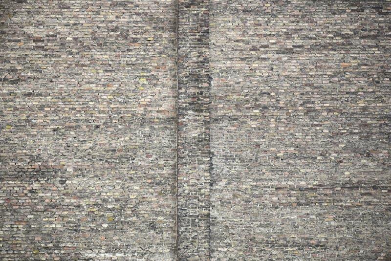 老砖墙的大片段 不同颜色砖砌的纹理  库存照片