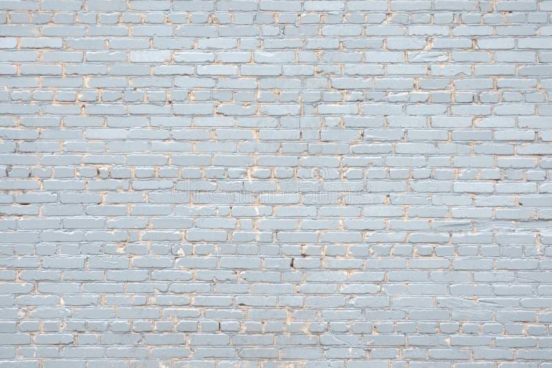 老砖墙,绘在紫罗兰色特写镜头 照片被拍了在露天下 库存图片
