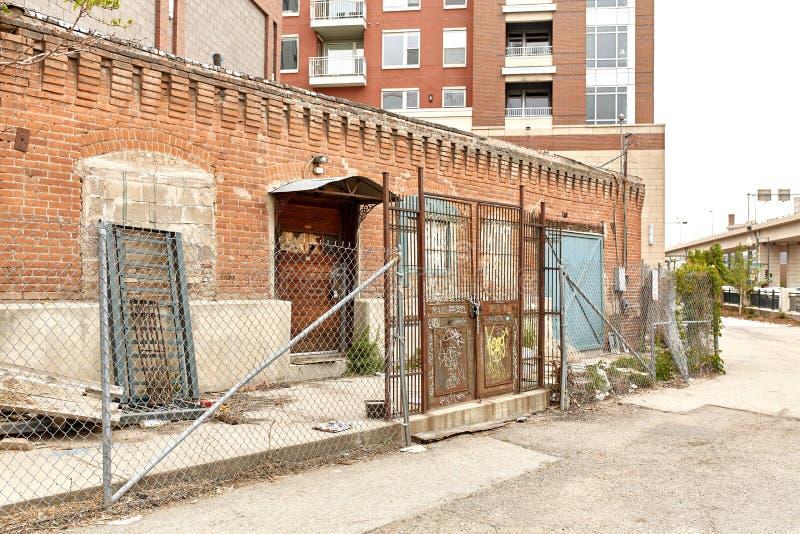 老砖瓦房外部在街市丹佛,科罗拉多 免版税库存照片