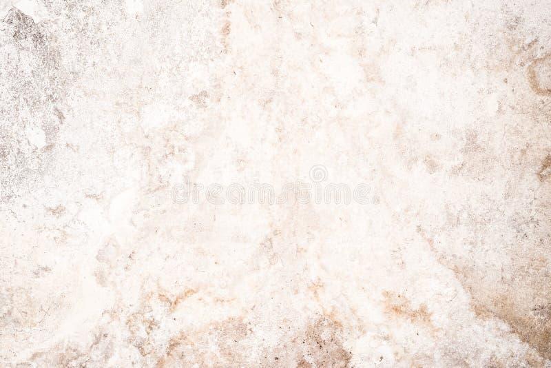 老破裂的混凝土墙轻的难看的东西纹理,古色古香的表面被毁坏的膏药层数  免版税库存照片