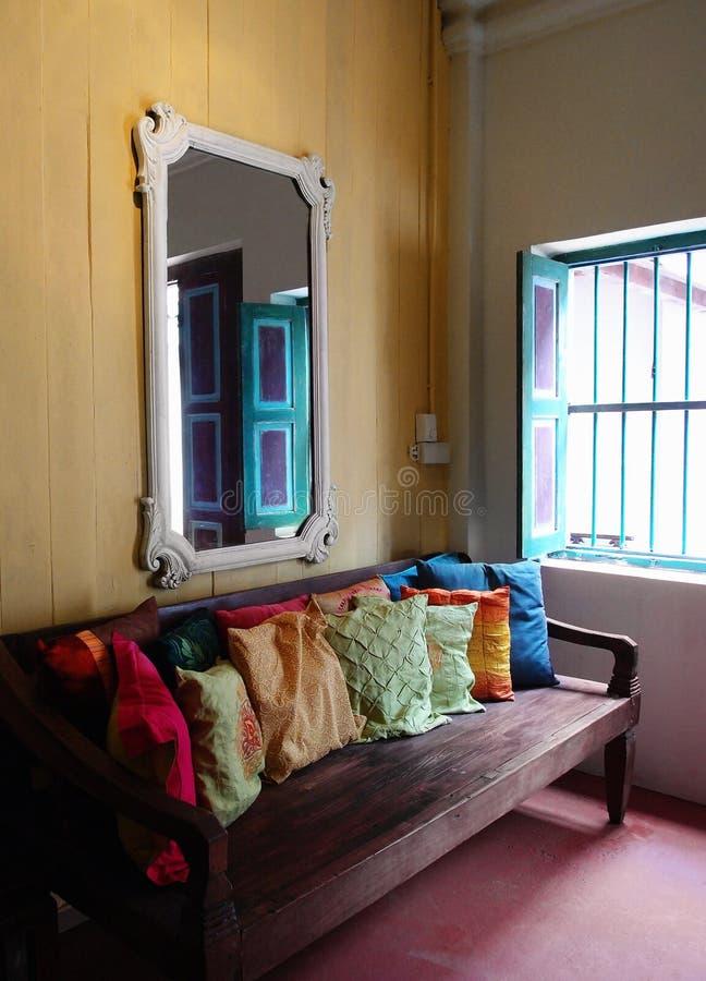 老种族亚洲房子内部装饰 图库摄影