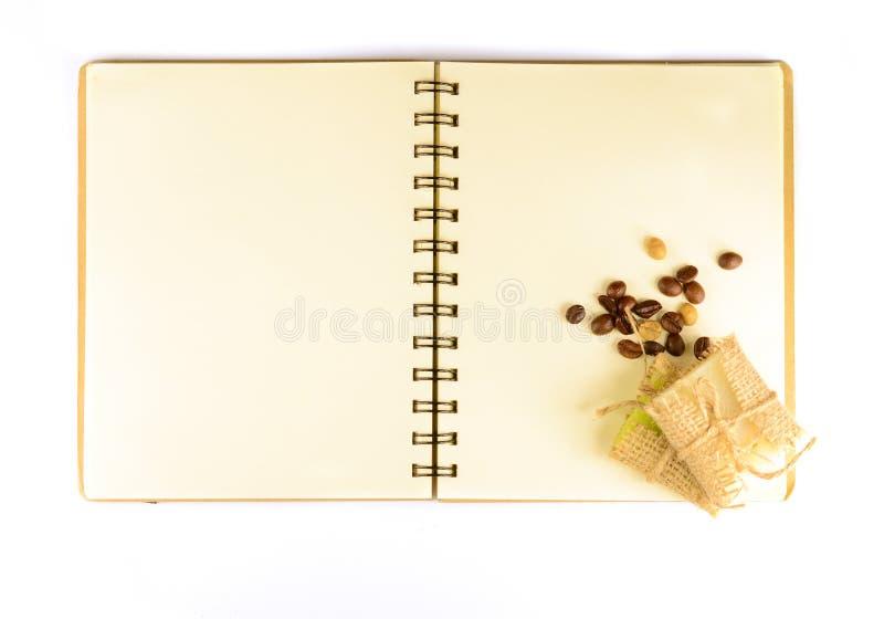 老空白的笔记本用被隔绝的咖啡豆和肥皂 免版税库存图片