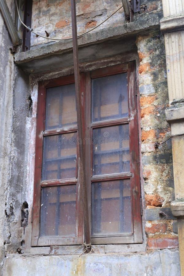 老窗口,多孔黏土rgb 免版税库存照片