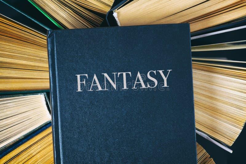 老精装书预定与在上面的书幻想 库存照片
