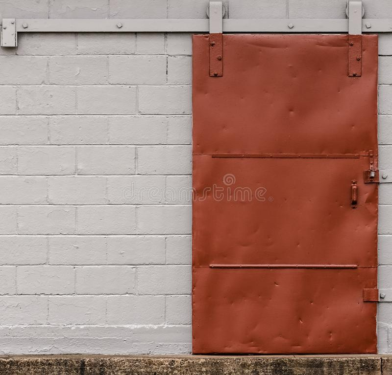 老红色船坞门 免版税库存图片