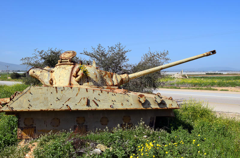 老约旦人被摧毁的坦克在以色列 免版税库存照片